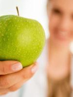 Ärztin mit Apfel - Das kann ernährungsmedizin -www.gesundheitsjournalistin.ch