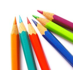 Farbstifte vor weissem Hintergrund