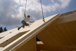 Ein gesundes Haus entsteht_ein Haus aus naturbelassenem Massivholz